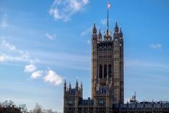 Sikt av husen av parlamentet i London på D arkivbilder