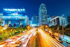 Sikt av i stadens centrum Bangkok på natten Royaltyfri Bild
