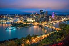 Sikt av i stadens centrum Pittsburgh Arkivbild