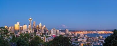 Sikt av i stadens centrum Seattle horisont Arkivfoto
