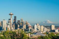 Sikt av i stadens centrum Seattle horisont Royaltyfria Bilder