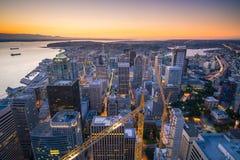 Sikt av i stadens centrum Seattle horisont Arkivfoton