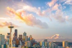 Sikt av i stadens centrum Seattle horisont Royaltyfri Bild
