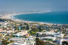 Sikt av i stadens centrum Ventura och Stillahavskusten från Grant Park, Royaltyfri Foto