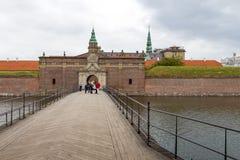 Sikt av ingångsporten till den Kronborg slotten, Danmark royaltyfria bilder