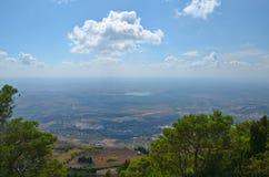 Sikt av inlands- Sicilien Arkivbilder