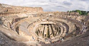 Sikt av insidan av coliseumen i Rome Arkivbilder