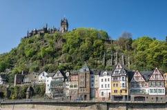 Sikt av invallningen av staden av Cochem, Tyskland Fotografering för Bildbyråer