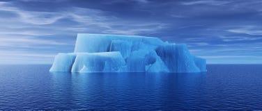 Sikt av isberget med det härliga genomskinliga havet Arkivfoton