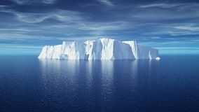 Sikt av isberget med det härliga genomskinliga havet Arkivfoto