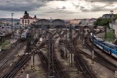 Sikt av järnvägarna av Prague för republiktown för cesky tjeckisk krumlov medeltida gammal sikt arkivbild