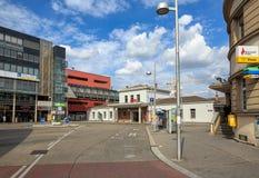 Sikt av järnvägsstationen Liesing på den Liesinger fyrkanten Wien Österrike, Europa arkivfoto
