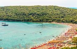 Sikt av Jaz - den mest härliga stranden av Adriatiska havet i regionen av Budva, Montenegro, Europa Arkivbilder