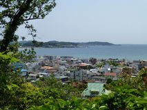 Sikt av Kamakura och den Sagami fjärden, Kamakura, Japan Royaltyfria Bilder