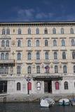 Sikt av kanalen som är stor i Trieste royaltyfri foto