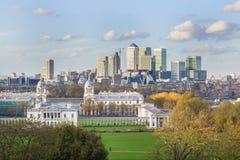 Sikt av kanariefågeln Warf från Greenwich i London Arkivfoton