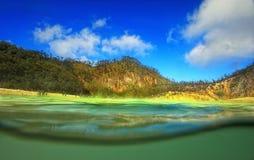 Sikt av Kawah Putih sjön, Bandung, västra Java Arkivbilder