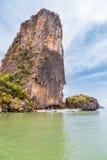 sikt av khaoen som phing den kan tropiska stranden i andamanhavet på den Phang Nga fjärden Arkivfoton