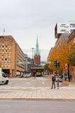 Sikt av Klara Cathedral från den Rodbodtorget gatan i Stockholm Royaltyfria Bilder