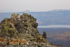 Sikt av klippan nära bergsjön Zyuratkul Ryssland Fotografering för Bildbyråer
