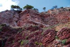 Sikt av klippor från botten arkivbild