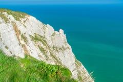 Sikt av klippor och havet från det Beachy huvudet nära Eastbourne, östliga Sussex Arkivbilder