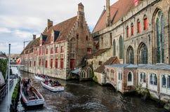 Sikt av kloster av St John i Bruges, Belgien Arkivbild