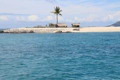 Sikt av kojor och havet i Isla Gigantes Arkivbild