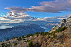 Sikt av Kotor fjärdberg, Montenegro Arkivbilder