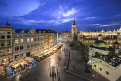 Sikt av Krakow, Polen på solnedgången arkivfoton