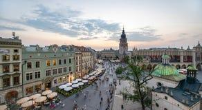 Sikt av Krakow, Polen på solnedgången royaltyfria bilder