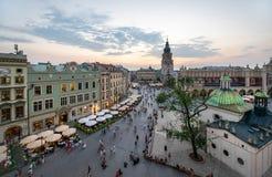 Sikt av Krakow, Polen på solnedgången royaltyfri foto