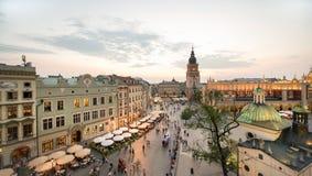 Sikt av Krakow, Polen på solnedgången Arkivfoto