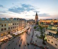 Sikt av Krakow, Polen på solnedgången royaltyfria foton