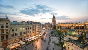 Sikt av Krakow, Polen på solnedgången royaltyfri bild