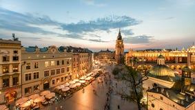 Sikt av Krakow, Polen på solnedgången arkivbild
