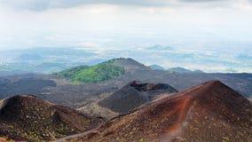 Sikt av krater på Mount Etna i Sicilien Royaltyfria Foton