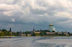 Sikt av Kreml i Pskov Arkivfoto