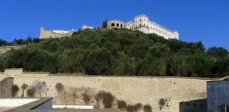 Sikt av kullen av St Elmo med slotten och Charterhousen Arkivbilder