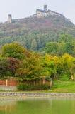 Sikt av kullen till slotten Fotografering för Bildbyråer