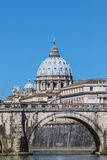 Sikt av kupolen av St Peter Royaltyfri Fotografi