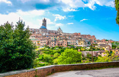 Sikt av kupolen och campanilen av Siena Cathedral & x28; Duomo di Siena& x29; i Siena Fotografering för Bildbyråer