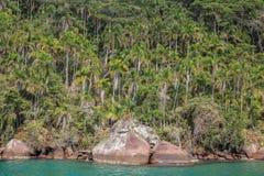 Sikt av kusten av berg och havet av Paraty - RJ Fotografering för Bildbyråer