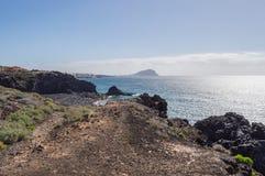 Sikt av kusten av Los Abrigos i sydost av ön Royaltyfri Fotografi
