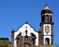 Sikt av kyrkan av San Juan Bautista Arico Tenerife, kanariefågelöar Arkivbilder