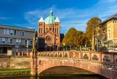 Sikt av kyrkan Helgon-Pierre-le-Jeune i Strasbourg Royaltyfria Foton