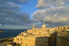 Sikt av La Valletta Solnedgång royaltyfri bild