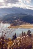 Sikt av Laculen Bicaz, Rumänien Arkivfoton