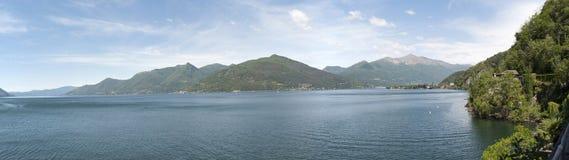 Sikt av Lago Maggiore, Lombardia italy Royaltyfria Bilder