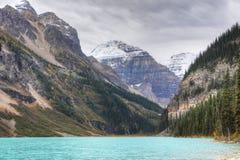 Sikt av Lake Louise nära Banff, Alberta Fotografering för Bildbyråer